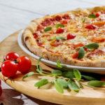 manger une pizza pendant la pause déjeuner